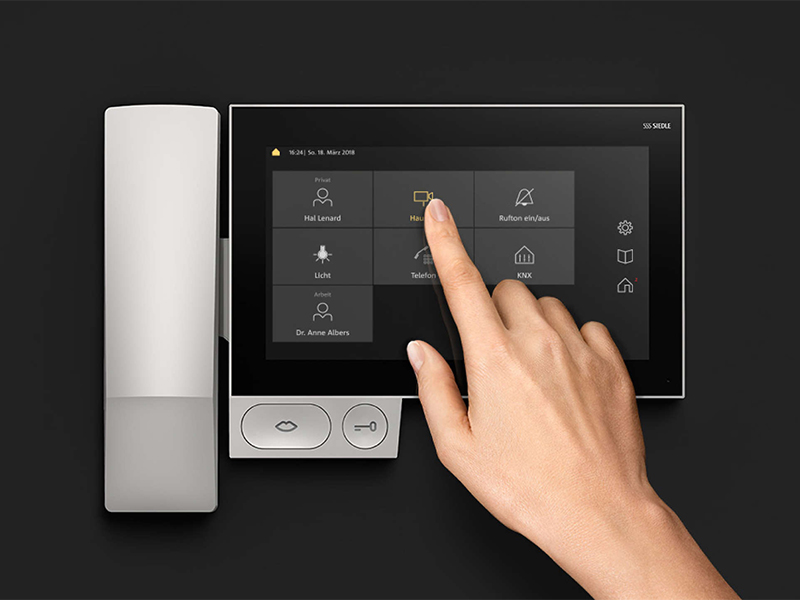 Siedle Axiom wall mounting with receiver dashboard