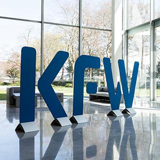 Die Kreditanstalt für Wiederaufbau (KfW) bezuschusst den Einbau moderner Gegensprechanlagen.