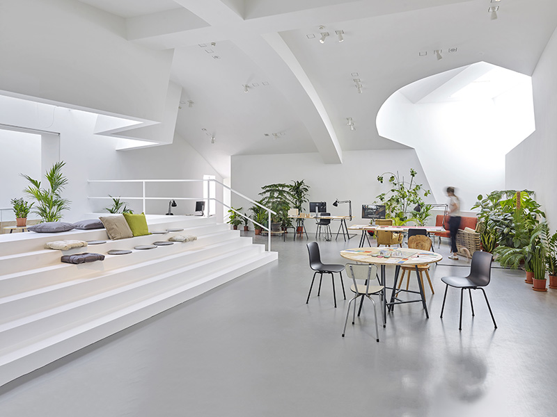 """Siedle sponsors the Vitra Design Museum exhibition """"Together! The New Architecture of the Community """""""